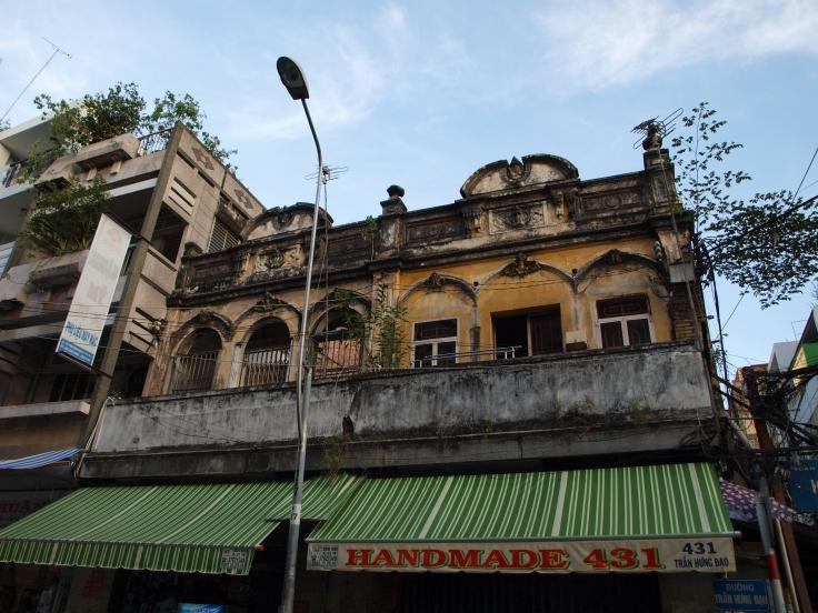 Budynek kolonialny w Cholonie