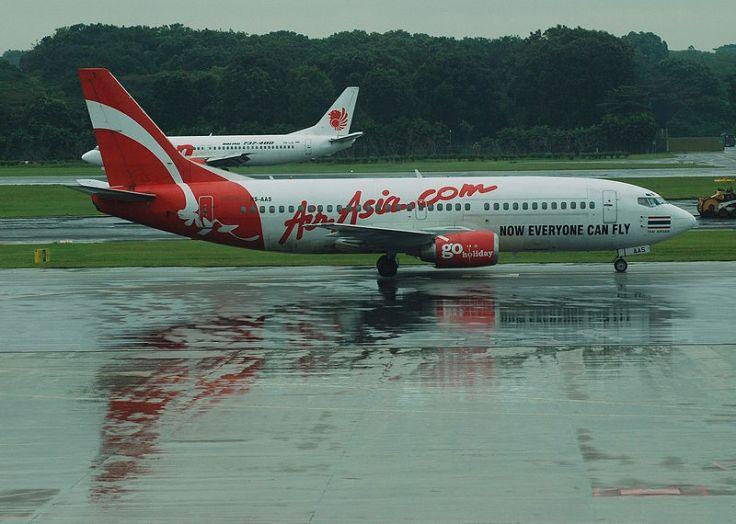 800px-Thai_AirAsia_Boeing_737-300_and_Lion_Air_Boeing_737-400