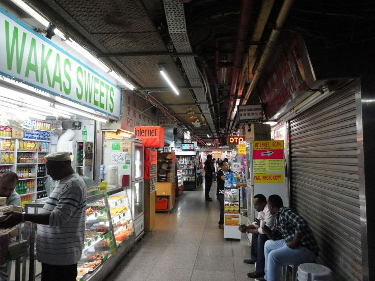 1280px-Chungking_Mansions_Shops_2_(2013)